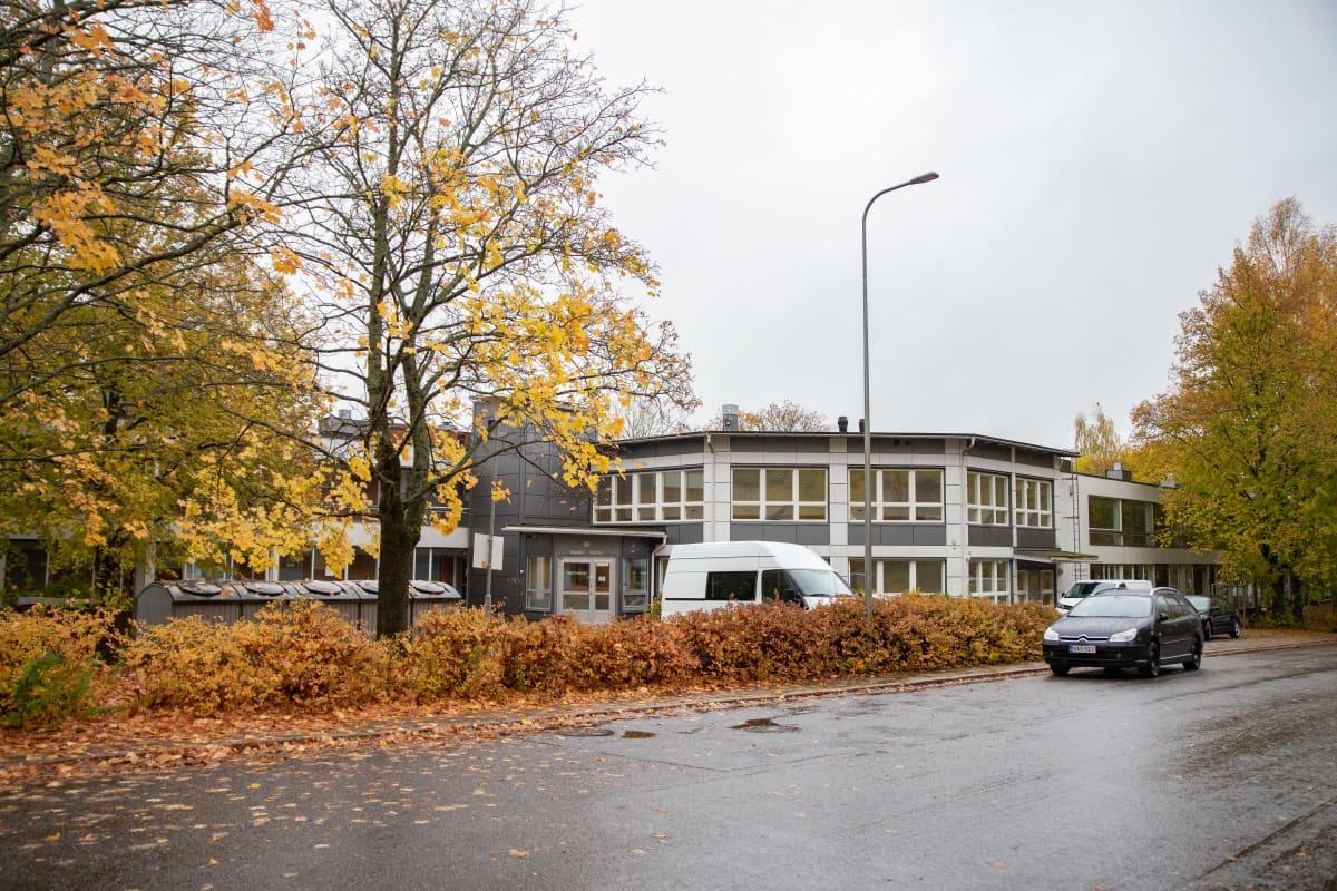 Turun Hepokullassa sijaitseva Niittykoti-asumisyksikkö kuvattuna kadulta.