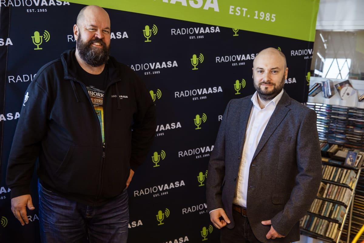 Radio Vaasan omistaja Anssi Marttinen ja HSS Median toimitusjohtaja Niklas Nyberg.