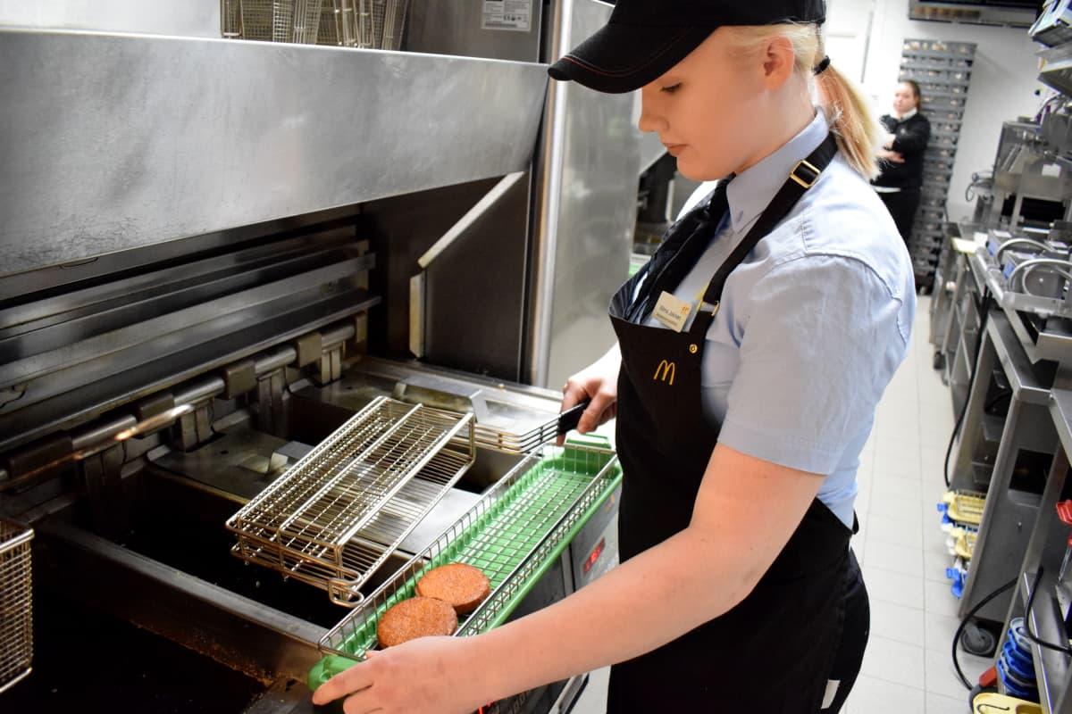 McDonald'sin hampurilaisen McVeganin pihvi valmistuu Mikkelissä.