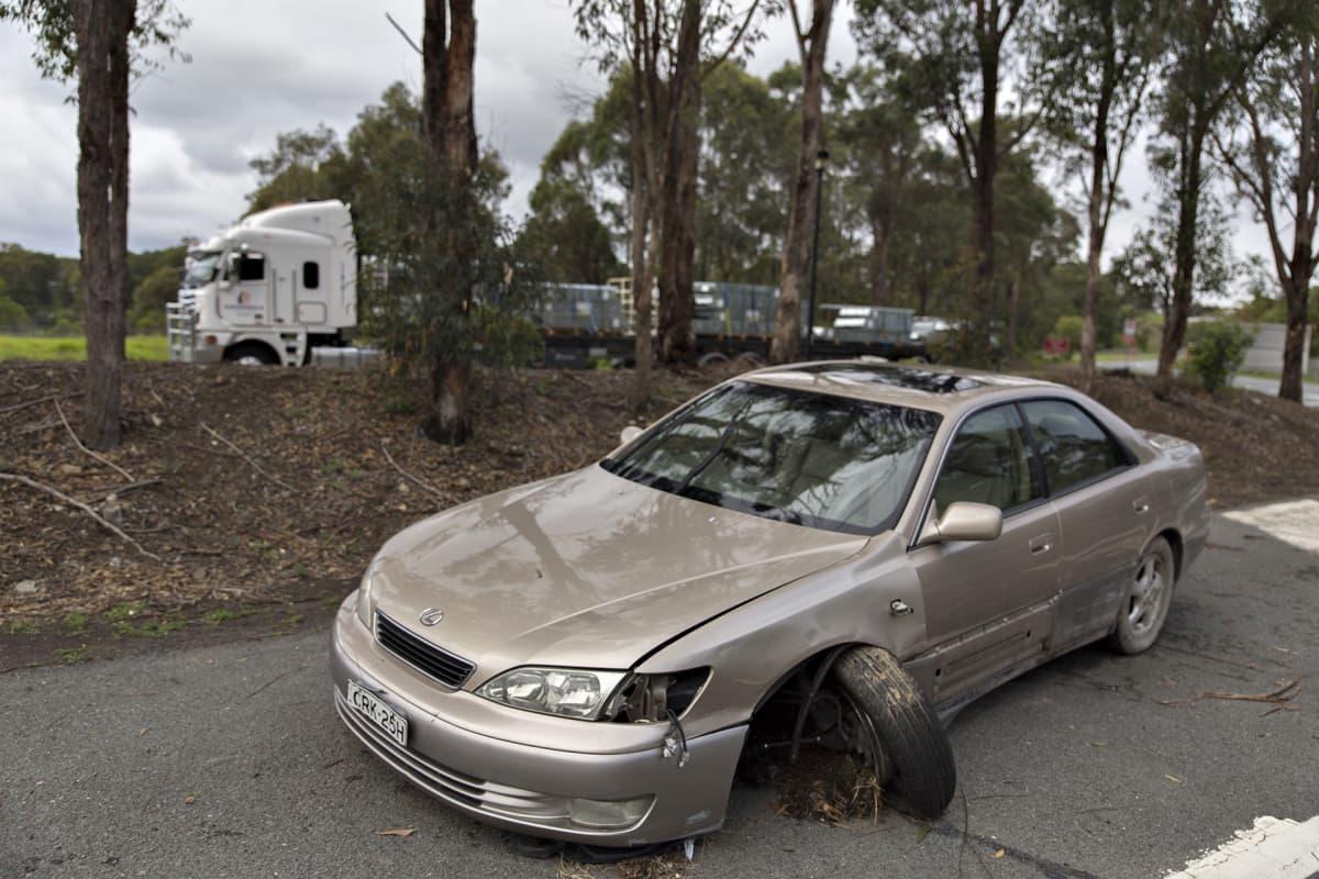 Romuttunut auto levähdyspaikalla Australiassa Uuden Etelä-Walesin osavaltiossa.