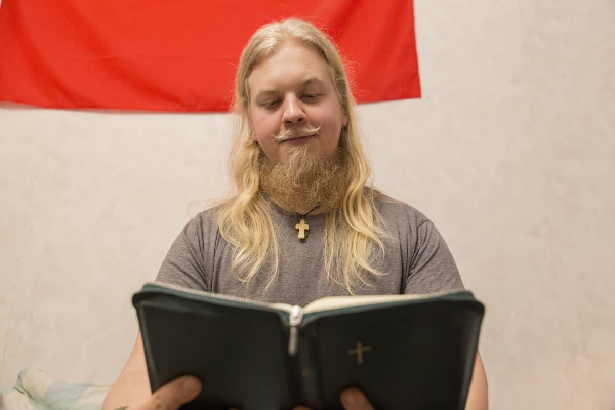 Pauli Nurmi opiskelee kirkon nuoriso-ohjaajaksi eikä aio tehdä lapsia ympäristösyistä.