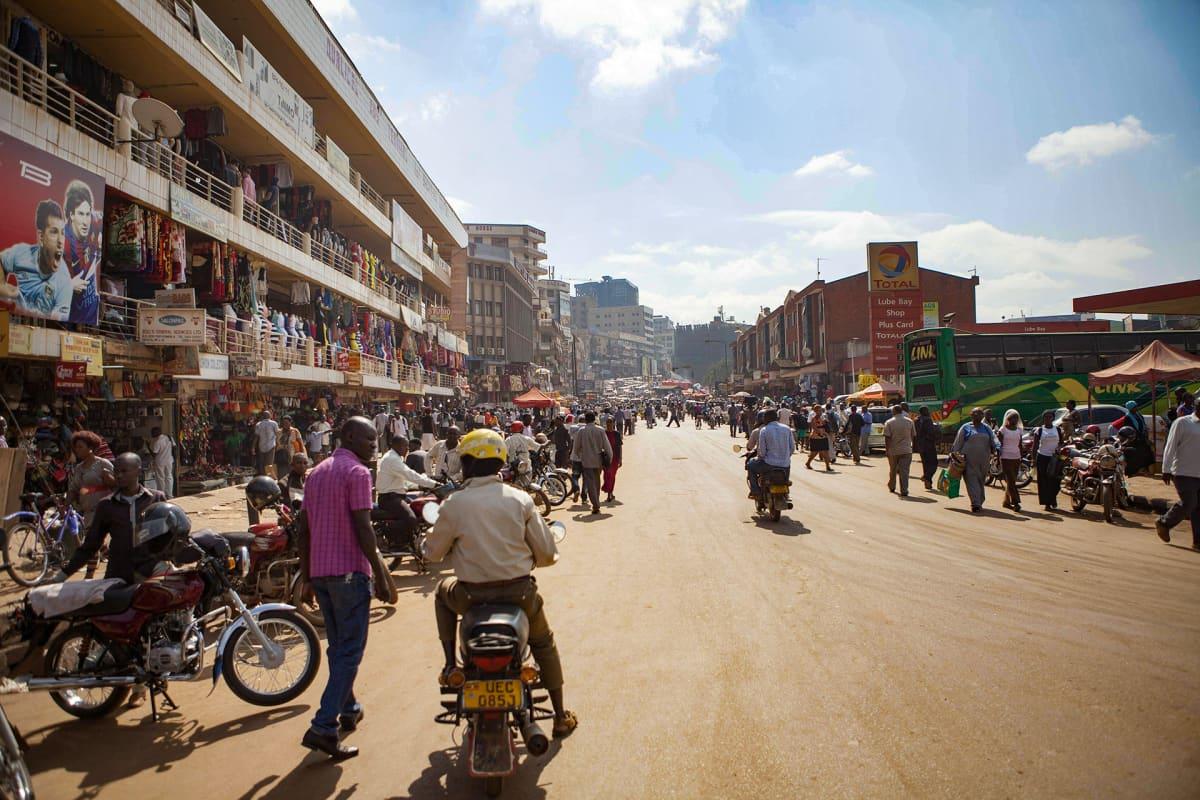 Katukuvaa Kampalasta.