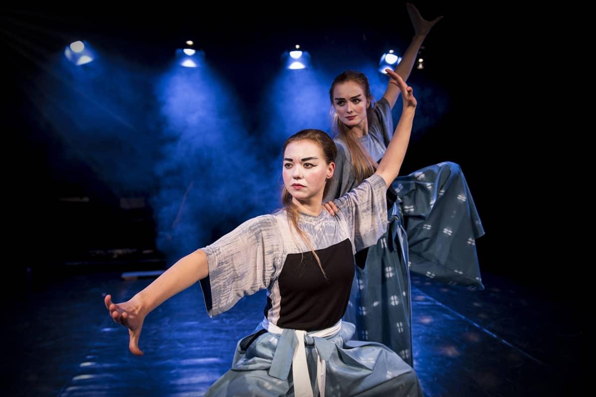 Freia Stenbäck, Nora Sandholm-Azémar, Wusheng Company, kiinalainen teatteri