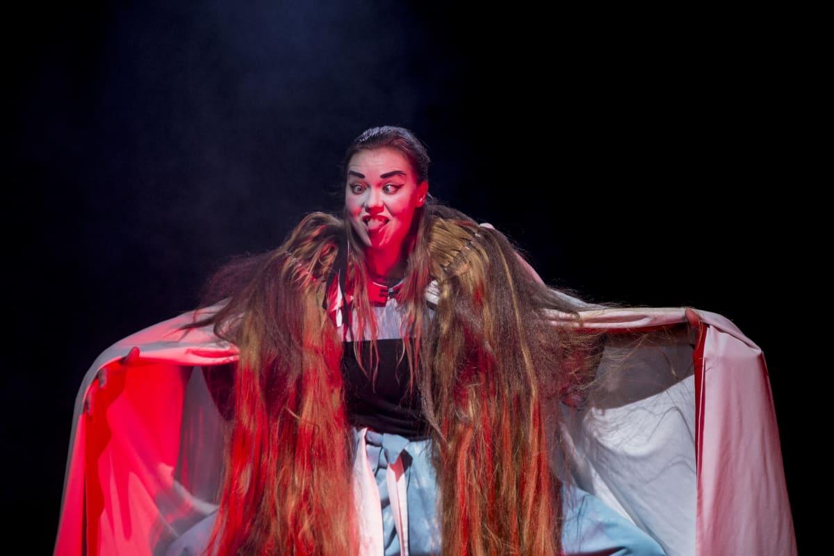 Freia Stenbäck, demoni, Wusheng Company, kiinalainen teatteri