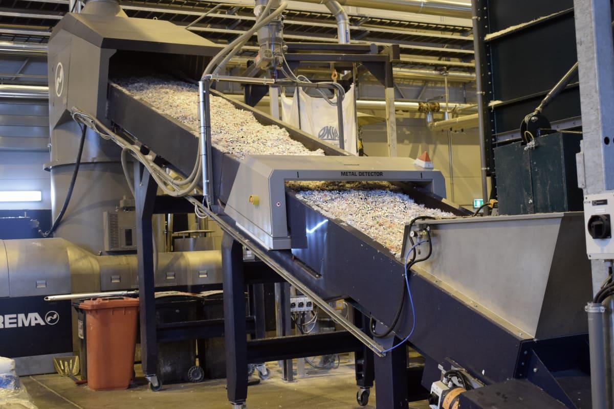 Kuva muovinkierrätyslinjastosta