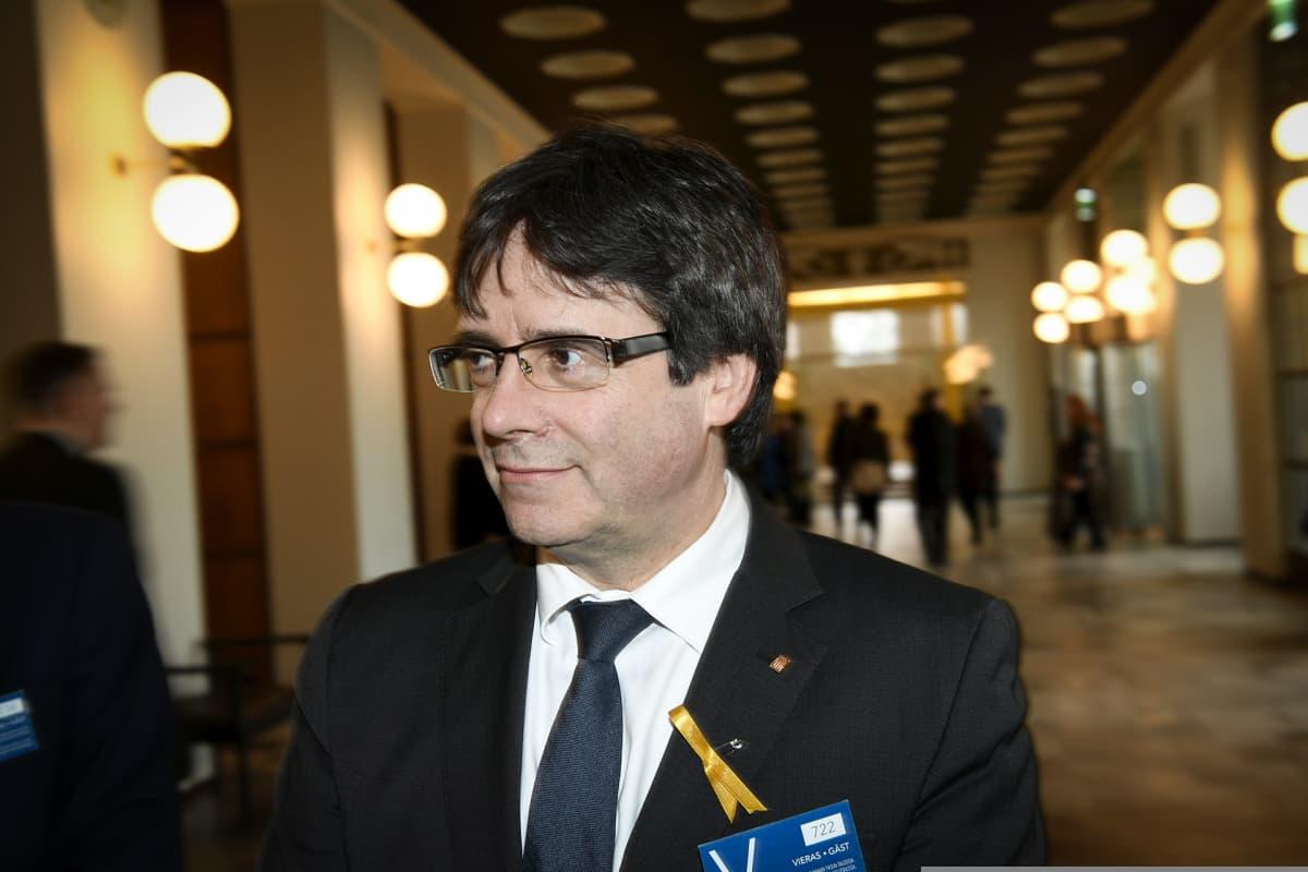 Carles Puigdemont eduskunnassa, Helsingissä vierailulla 22. maaliskuuta.
