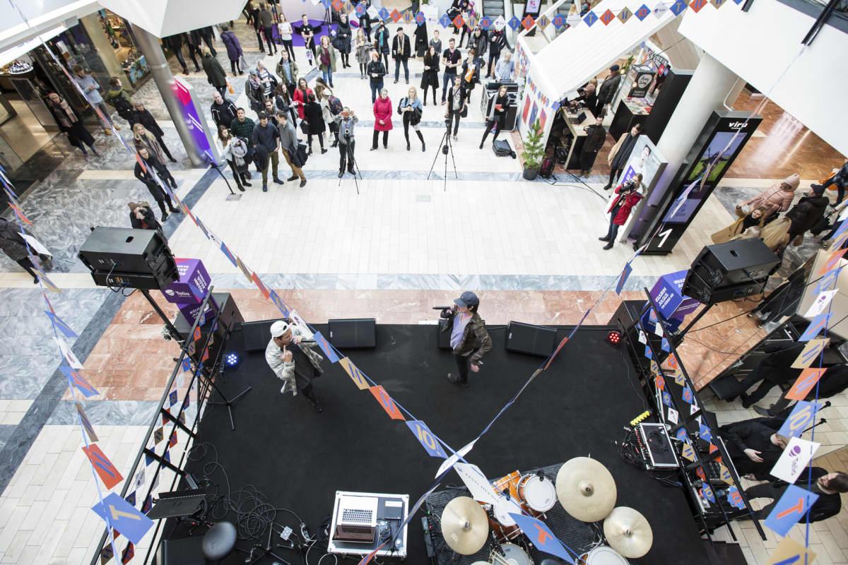 Samurai Champs esiintyi Viru-keskuksessa.