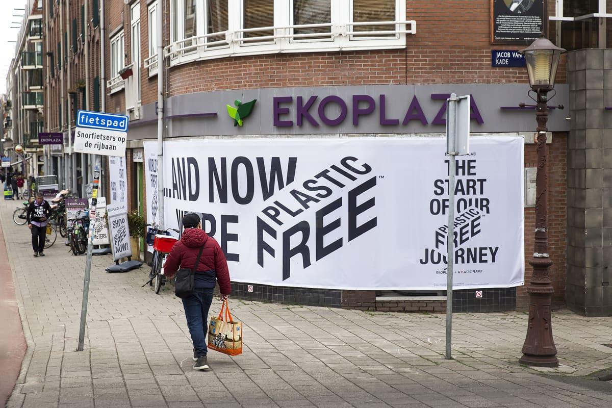 Muovivapaa supermarketti Ekoplaza Amsterdamissa.