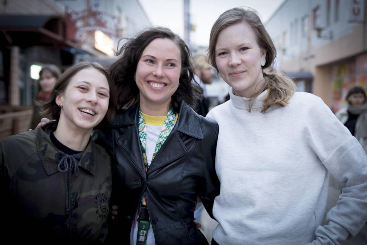 Kontula Electronic, lähiö, ostari, Elina Castren, Tanja Paananen, Merle Karp.