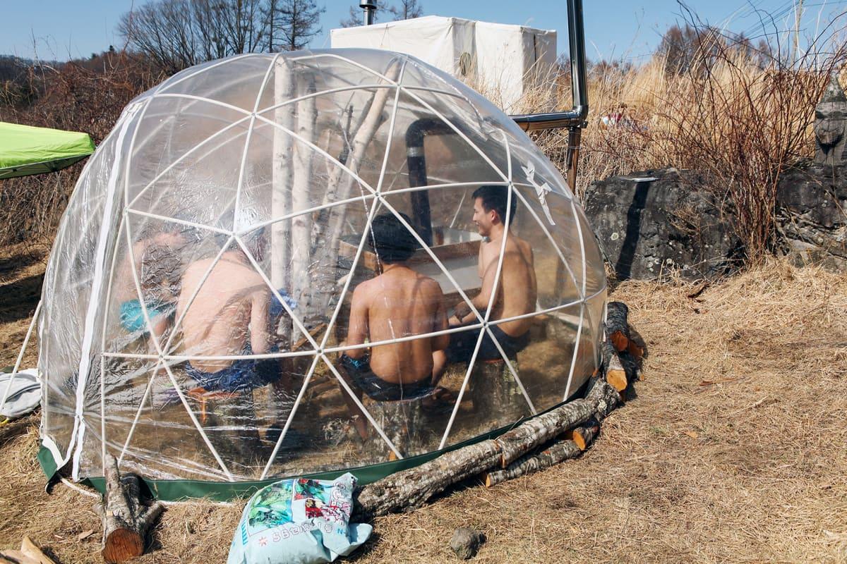 Kuplasauna Dome oli yksi Japanin saunafestivaalien 12 eri saunasta. Se lähti tuulen mukana lentoon ennen tapahtumaa.