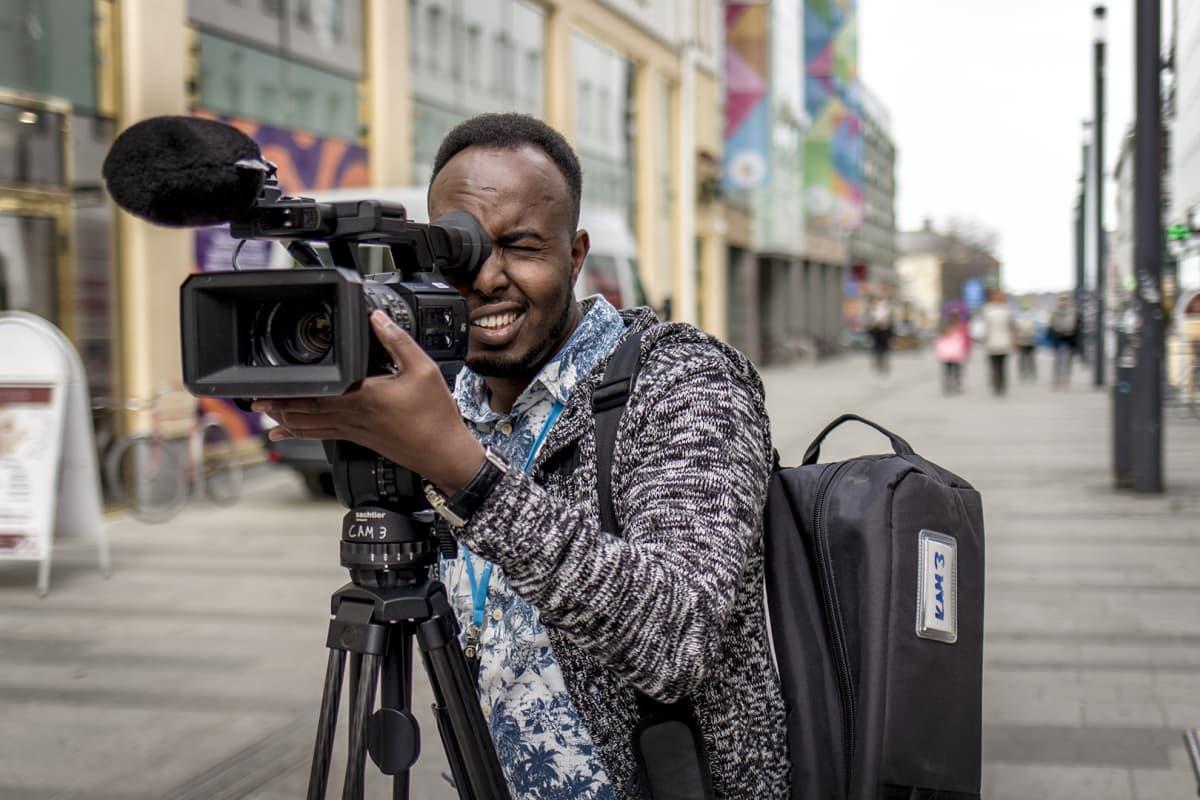 Daud Husseinin mukaan suomalaisessa mediassa juttujen kirjo on paljon laajempi kuin Somaliassa.