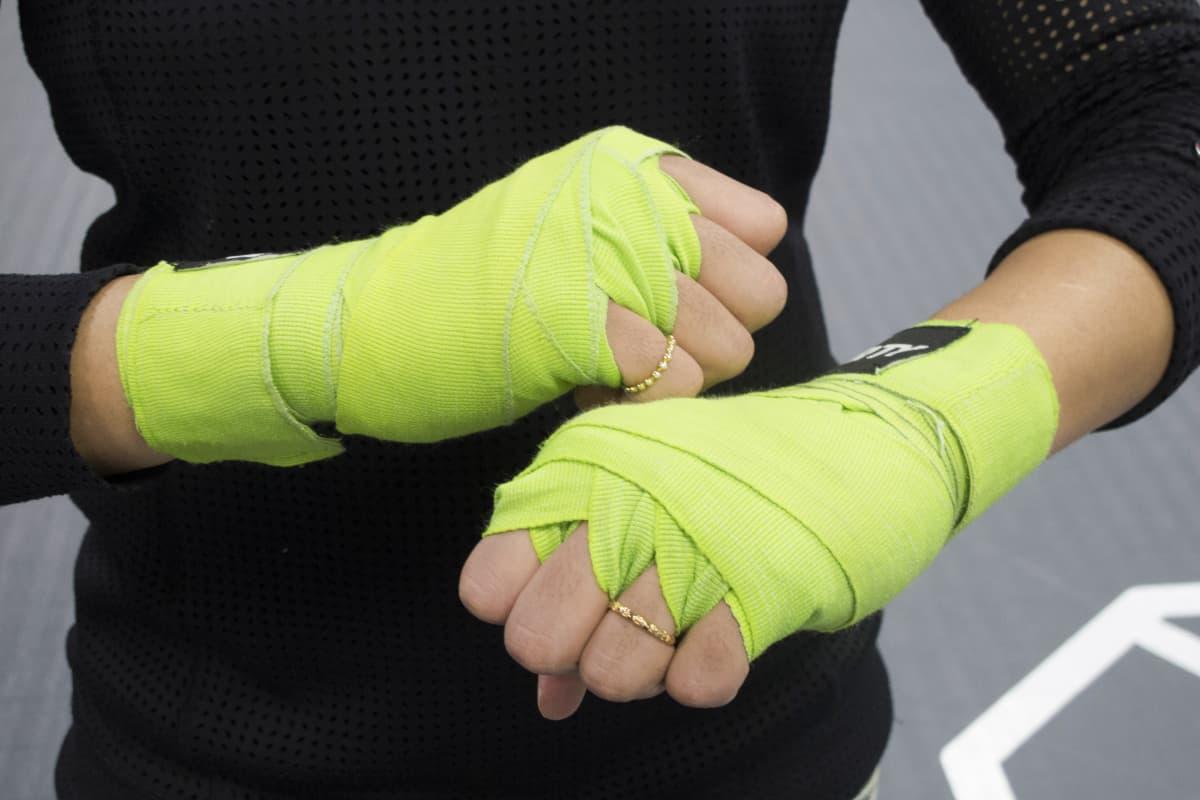 Nyrkkeilijän teipatut kädet