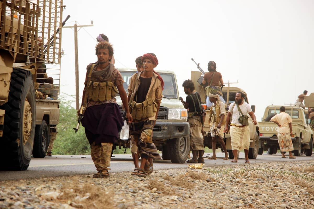 Jemenin hallituksen joukot lähestyivät perjantaina Hodeidan satamakaupunkia.