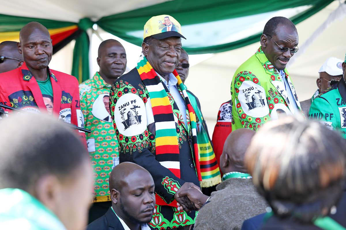 Zimbabwen presidentti Emmerson Mnangagwa Bulawayon stadionilla 23. kesäkuuta.
