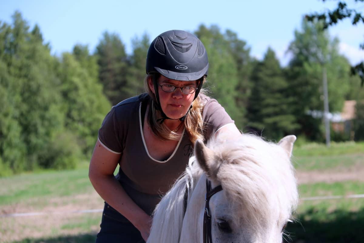 Saara Isola kesän ratsastusvaellukset myydään loppuun jo keväällä.