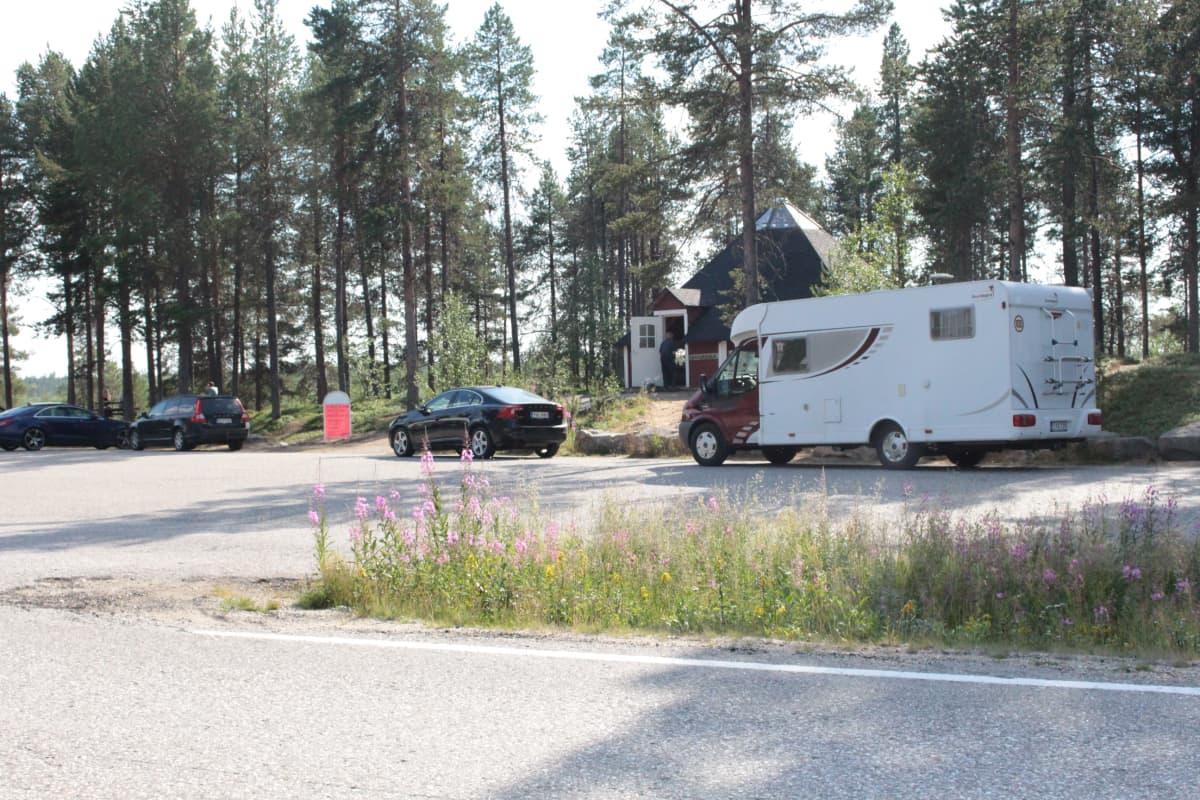 Tienvarsimyymälä Kilpisjärventiellä.
