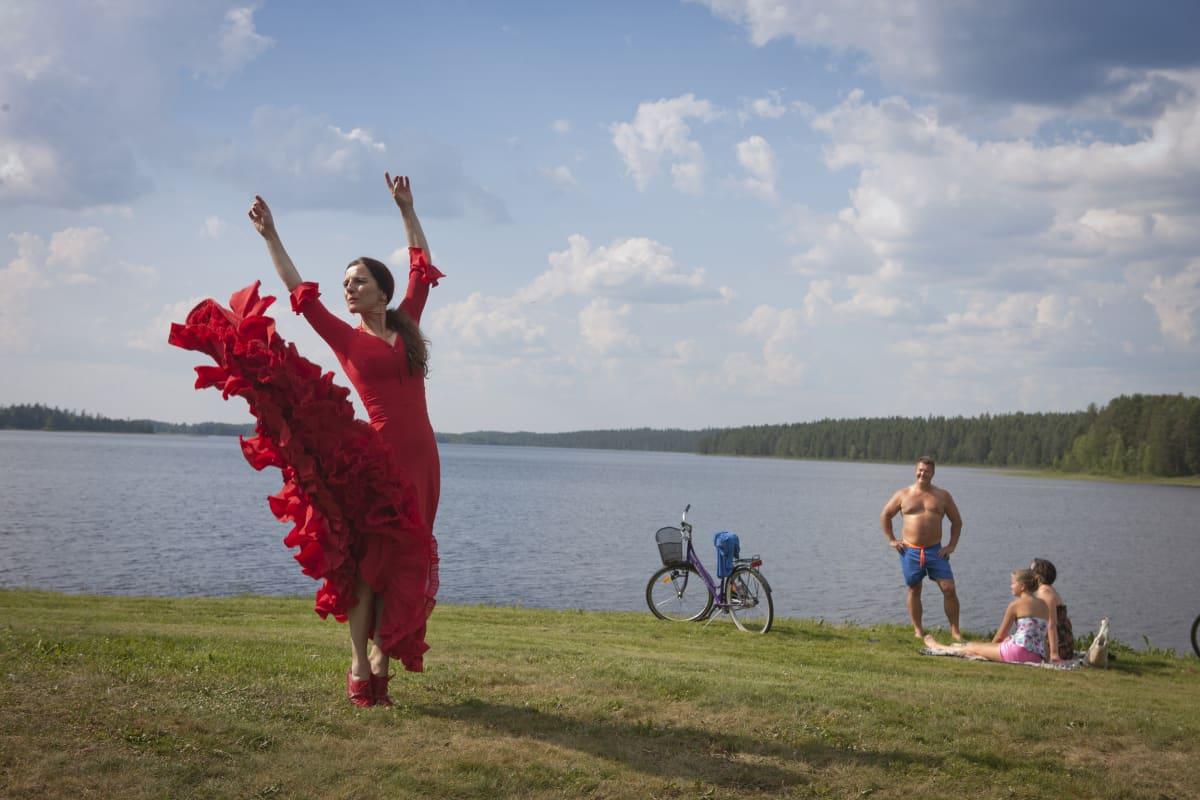 Flamencotanssija Bettina Castaño herätti suurta ihailua Kuhmossa, niin konsertissa kuin Ruukinrannallakin vuonna 2014.