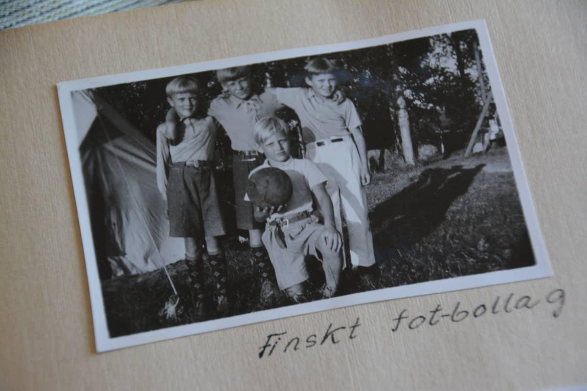 Kuva valokuva-albumissa