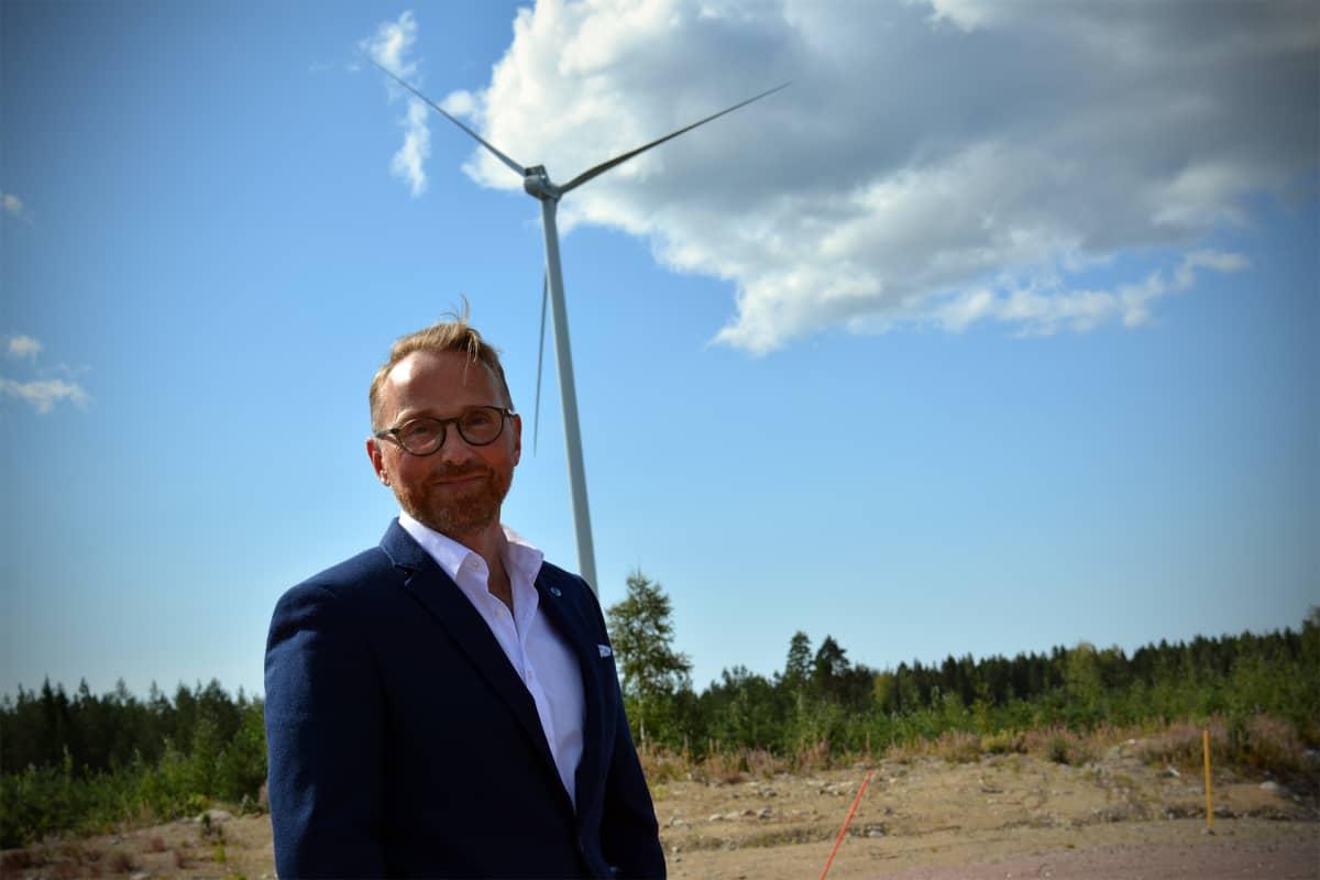 CPC Finlandin toimitusjohtaja Erik Trast Lakiakankaan tuulipuistossa Isojoella.