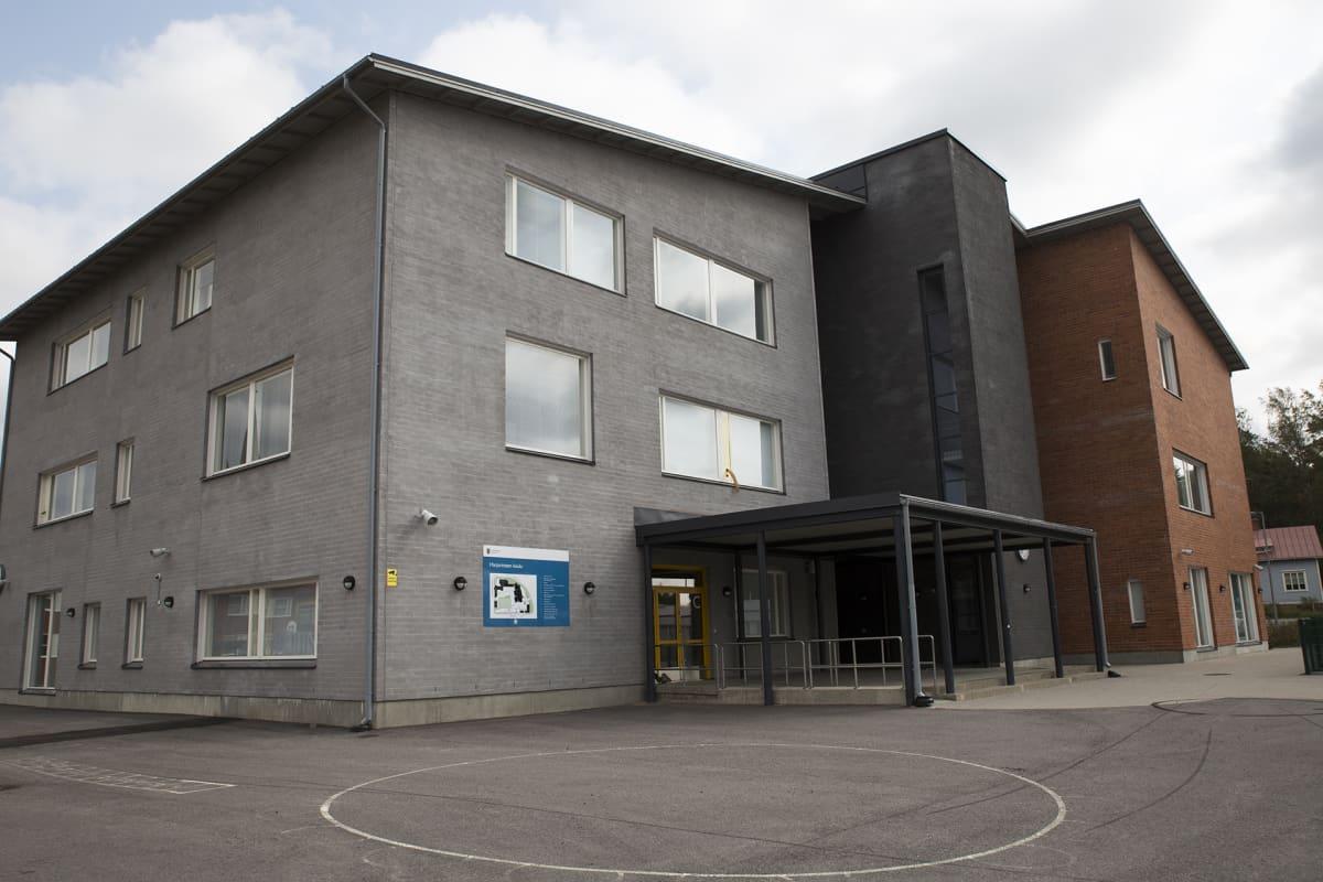 Harjurinteen koulun uudisrakennusta ovat käyttäneet eskarit ja alakoululaiset.
