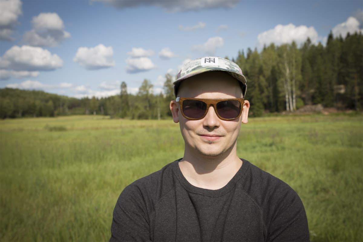 Kalle Vainio, Weeping, pelto