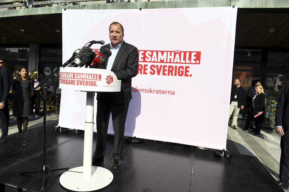 Stefan Löfven vaalitilaisuudessa Tukholmassa.