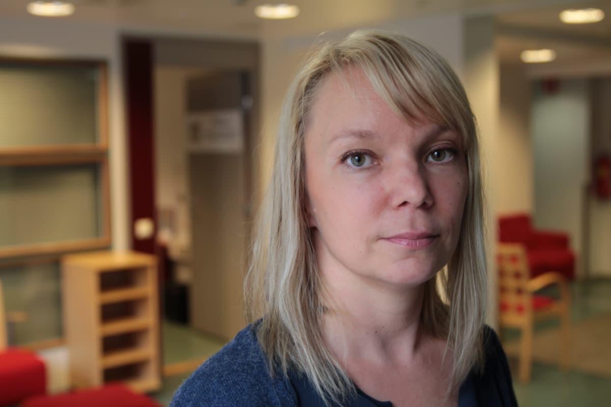 Mari Tikkanen on sotatraumatisoituneiden kuntoutushankkeen projektipäällikkö.
