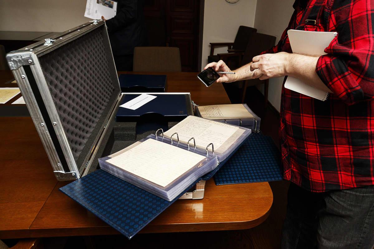 Presidentti Sauli Niinistö on lahjoittanut Kansallisarkistolle kokoelman Mannerheim-suvun alkuperäisiä asiakirjoja.