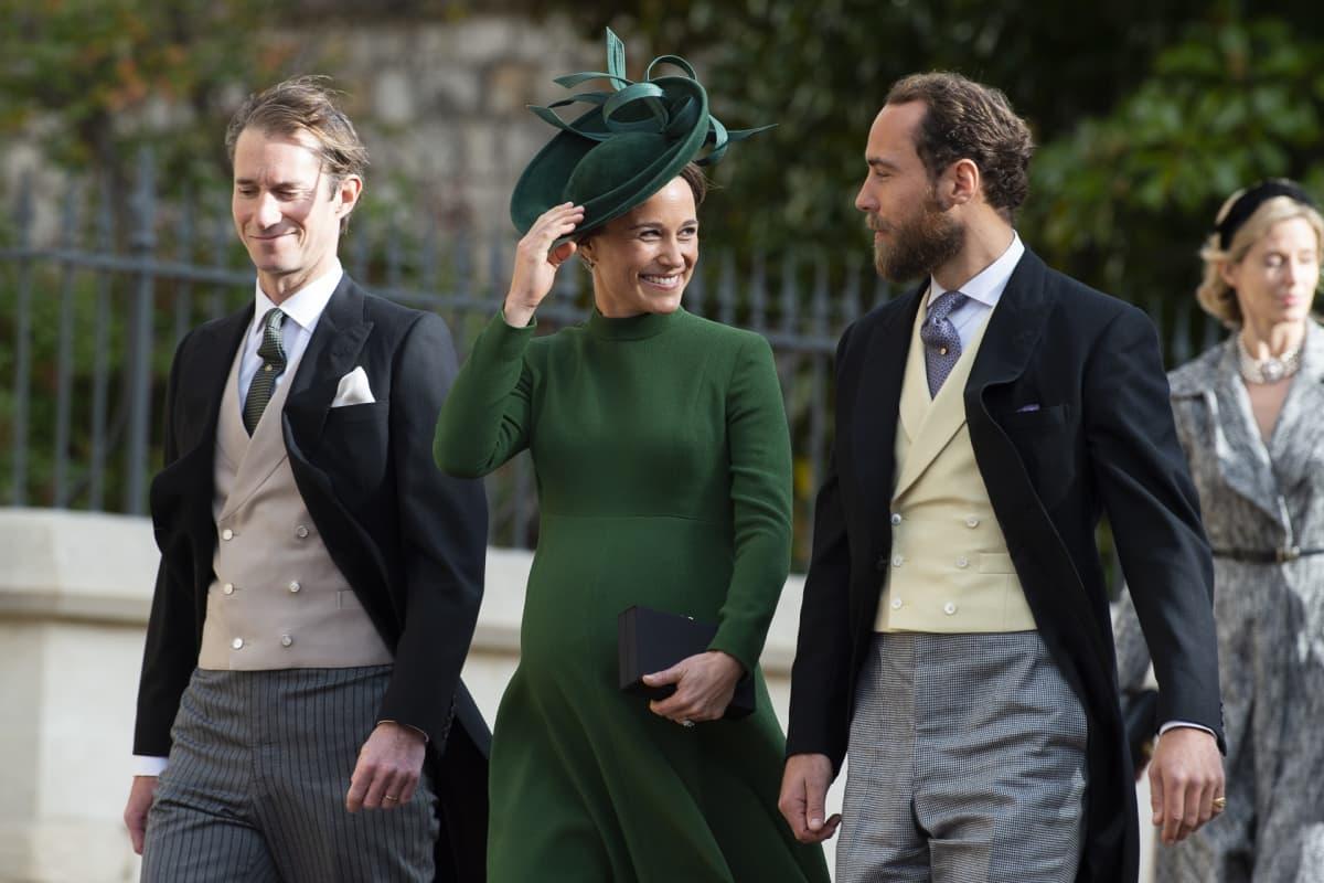 James Matthews, Pippa Middleton ja Pipan veli James Middleton prinsessa Eugenien ja Jack Brooksbankin häissä.