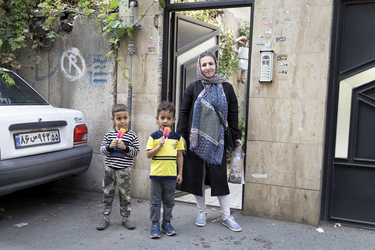 Fatime Sadeghin mukaan perheen kaikki rahat kuluvat nyt ruokaan ja asumiseen.