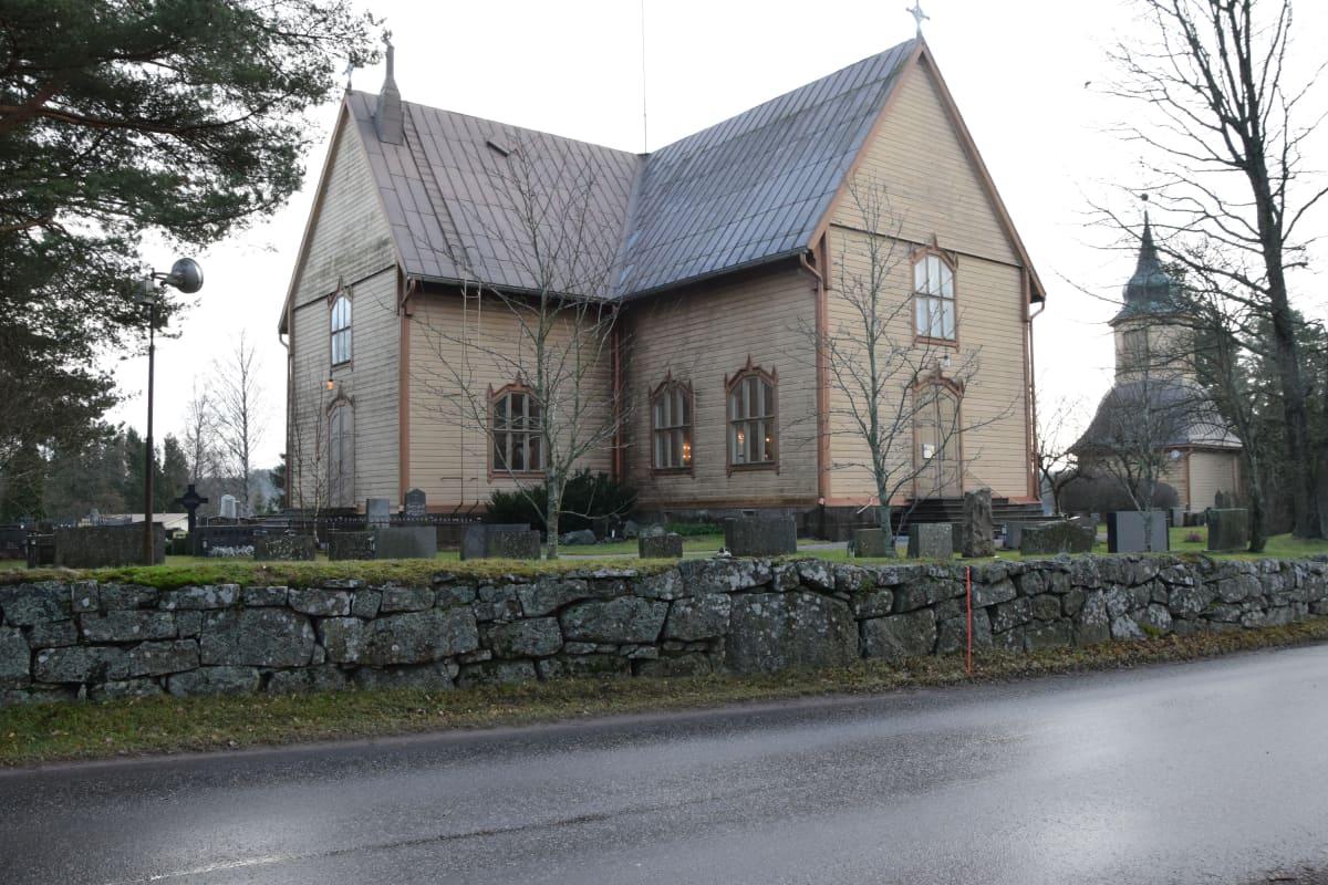 Auran kirkko, Aura