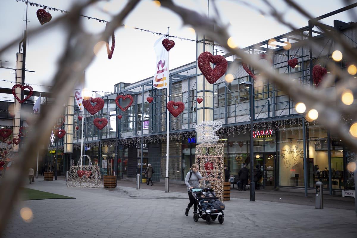 Kauppakeskus Itiksen vanhin osa on 80-luvun merkittävää arkkitehtuuria.