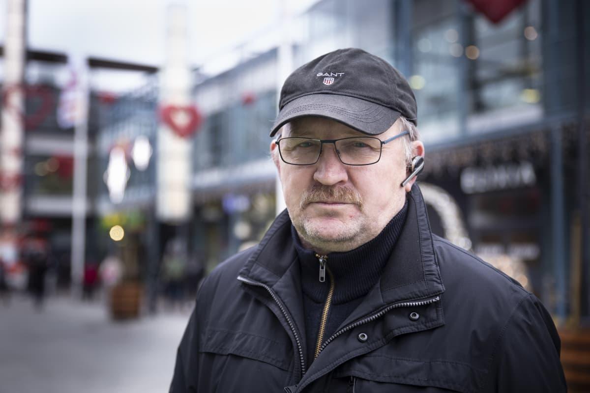 Victor Rämön mielestä kauppakeskuksen julkisivu voisi olla värikkäämpi.