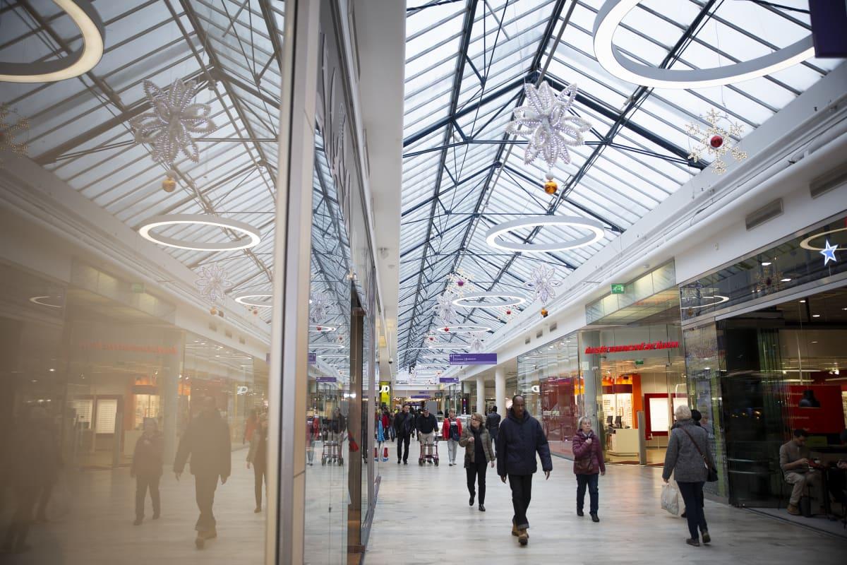 Kauppakeskuksen sisätiloissa kaupunki haluaa suojella pasaasikäytävän lasikaton. Sen suunnittelussa Kairamo otti vaikutteita Pariisin 1800-luvun pasaaseista.