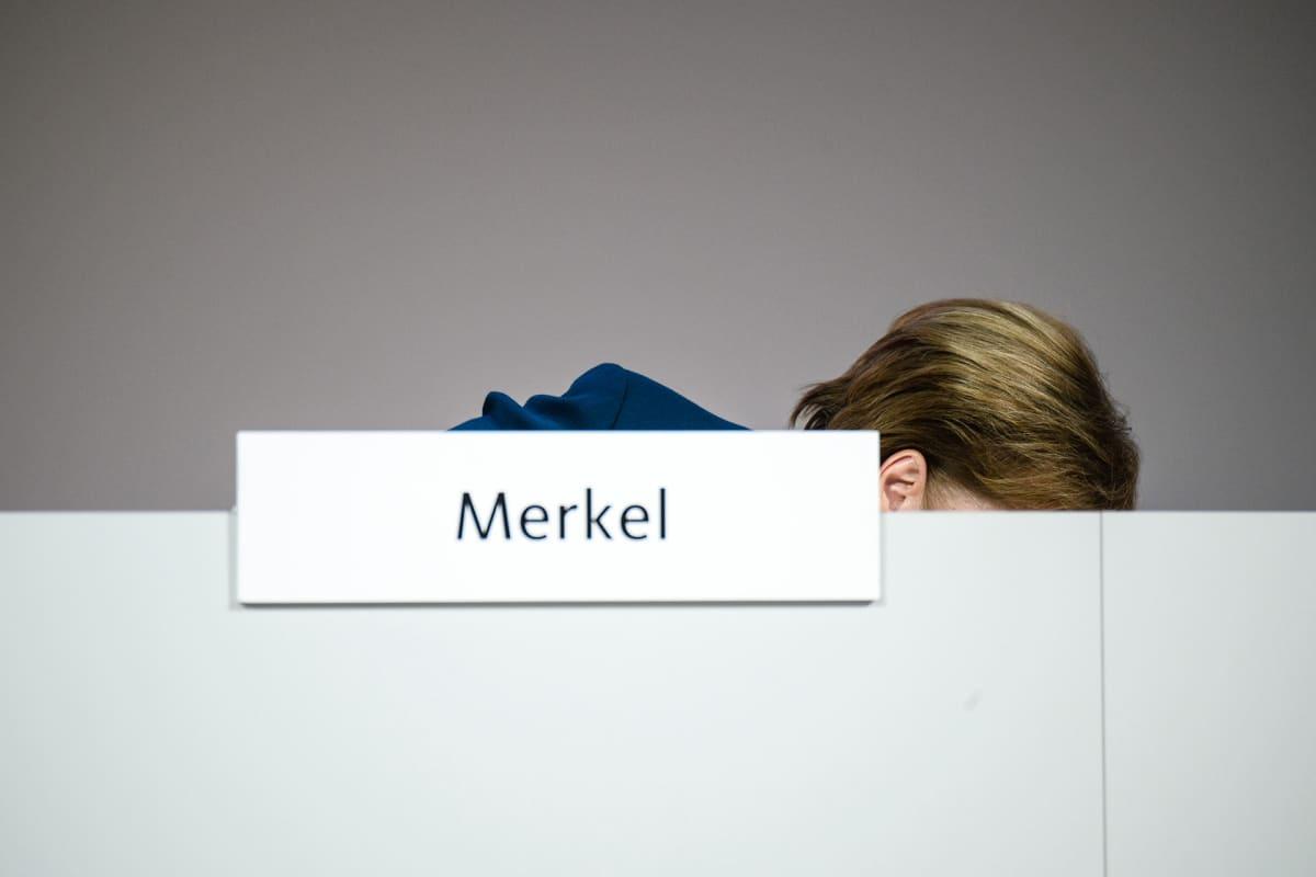 Angela Merkel CDU:n puoluekokouksessa Hampurissa.