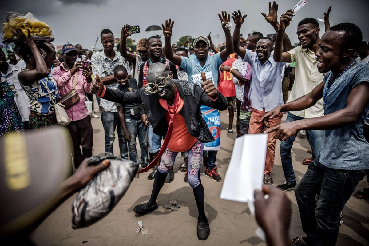 Opposition kannattajia kadulla Kinshasassa, Kongon demokraattisessa tasavallassa 19. joulukuuta.