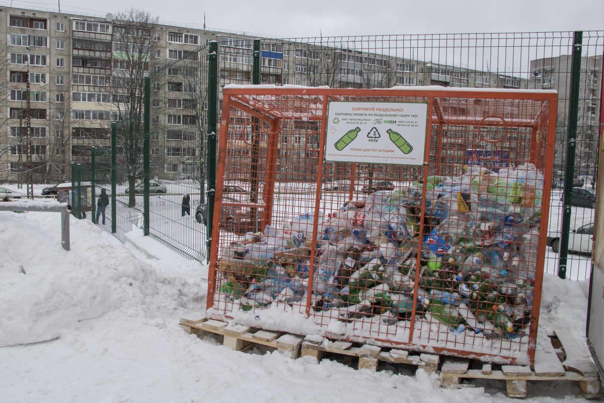 Muovipullojen keräyshäkki Petroskoissa