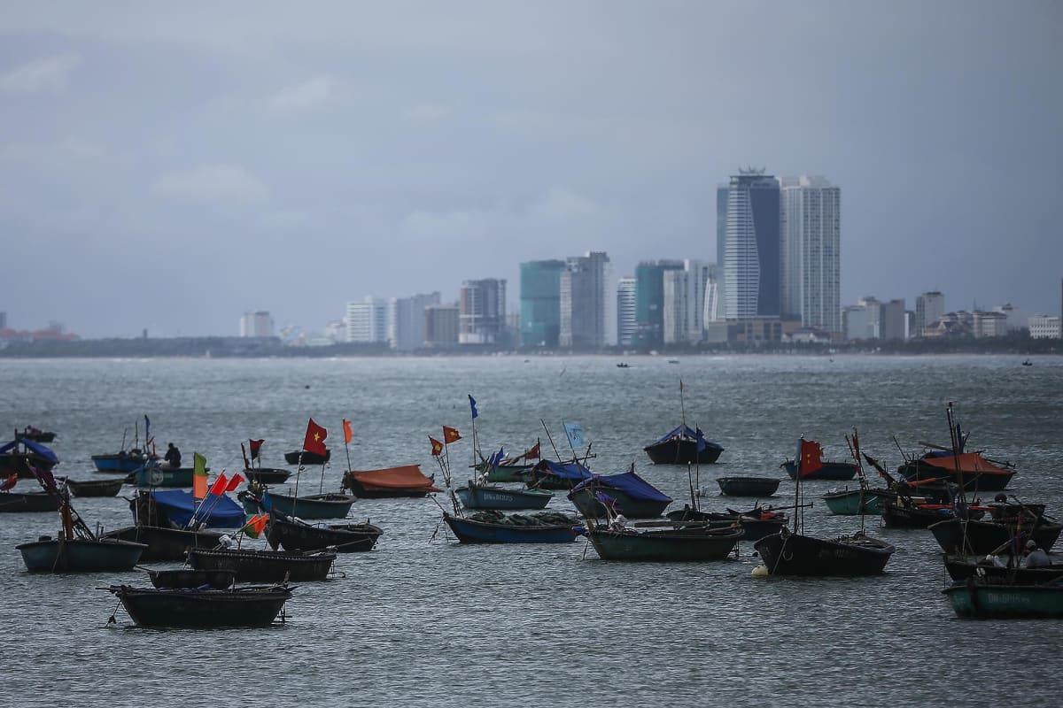 Kalastajaveneitä Da Nangin edustalla Vietnamissa.