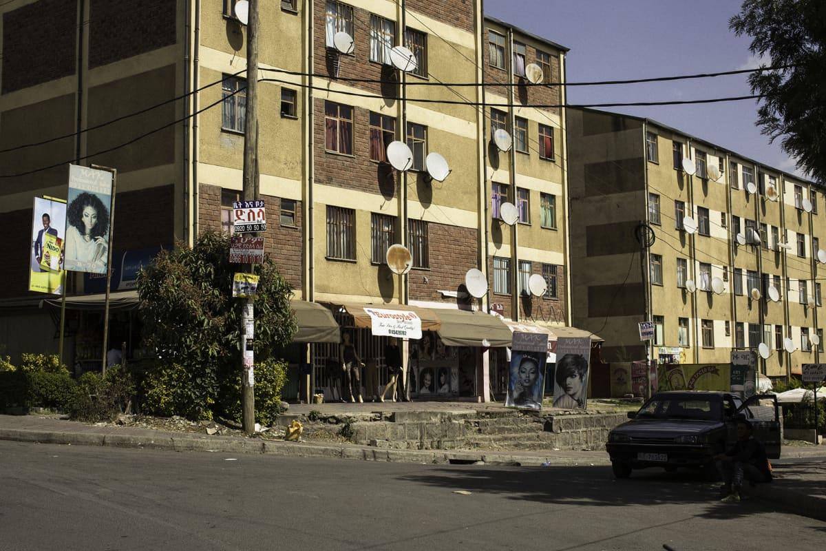 Kerrostaloja Addis Abeban esikaupungissa.