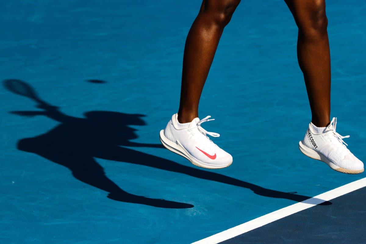 Sloane Stephensin varjokuva tenniskentällä.