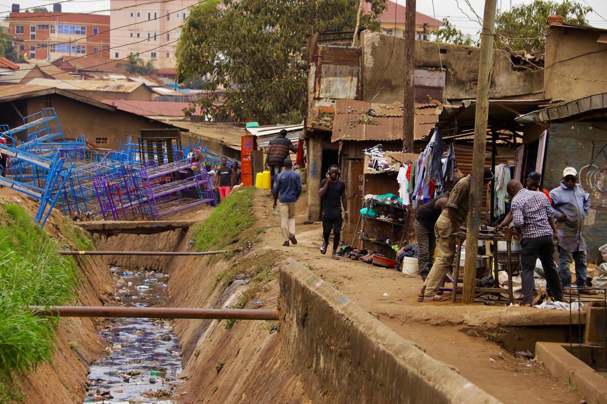 Katwen slummi pääkaupungin Kampalan kupeessa.