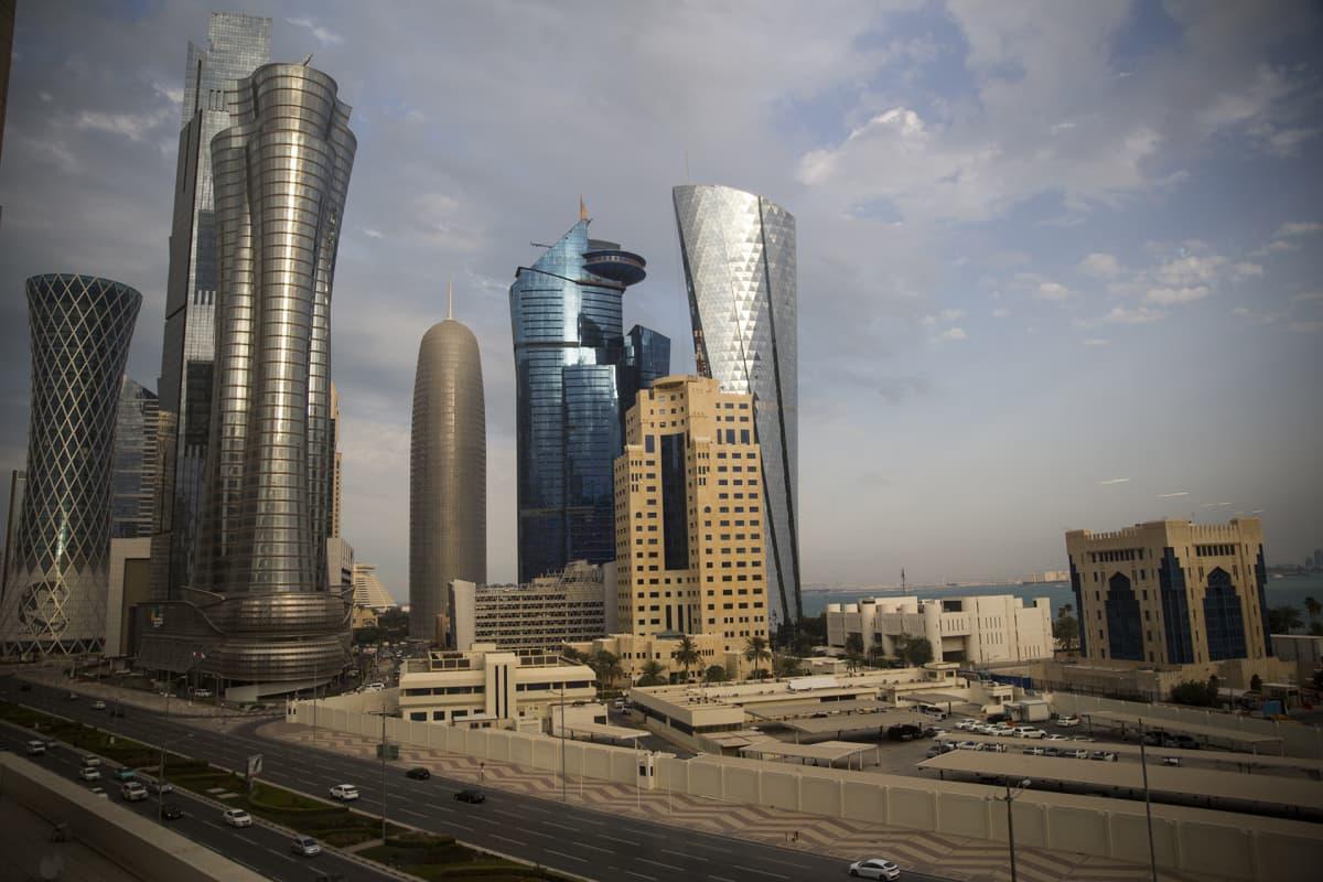 Qatarin pääkaupunkiin Dohaan nousee uusia pilvenpiirtäjiä hurjalla vauhdilla.