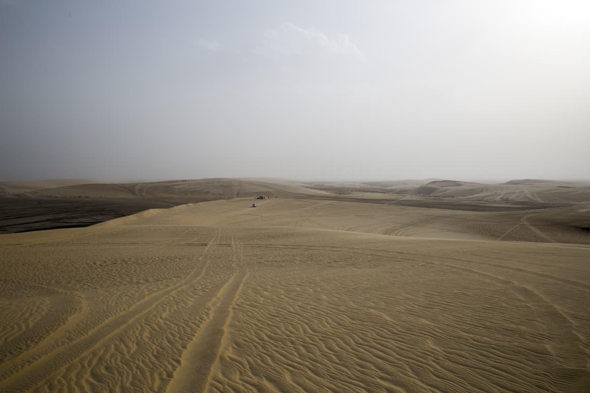 Saudi-Arabian ja Qatarin välinen raja-alue on suurimmaksi osaksi aavikkoa.