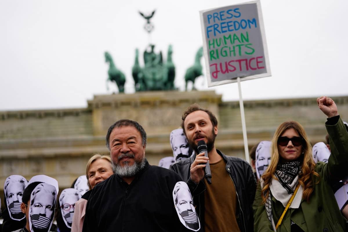 Mielenosoitus, johon osallistuu Ai Weiwei.