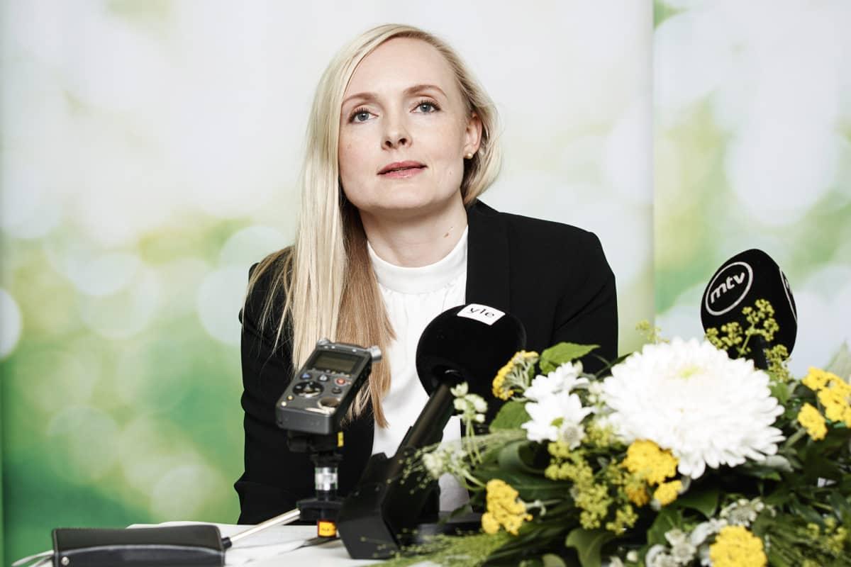 Vihreiden puheenjohtajaksi valittu Maria Ohisalo tiedotustilaisuudessa vihreiden puoluekokouksessa Porissa 15. kesäkuuta