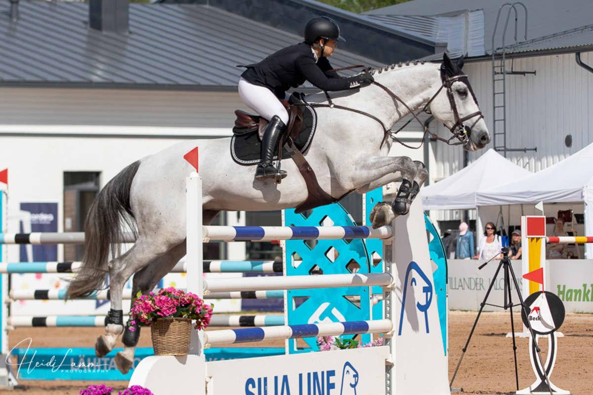 Henna Kaaro ja Doctro-hevonen ratsastivat finaaliradan molemmat kierrokset puhtaasti SM-kisoissa