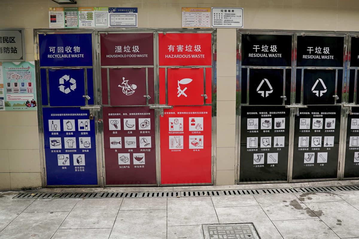 Shanghain keskustan asuinkortteleihin on tuotu uudet jäteastiat. Päivisin ne pidetään suljettuna.