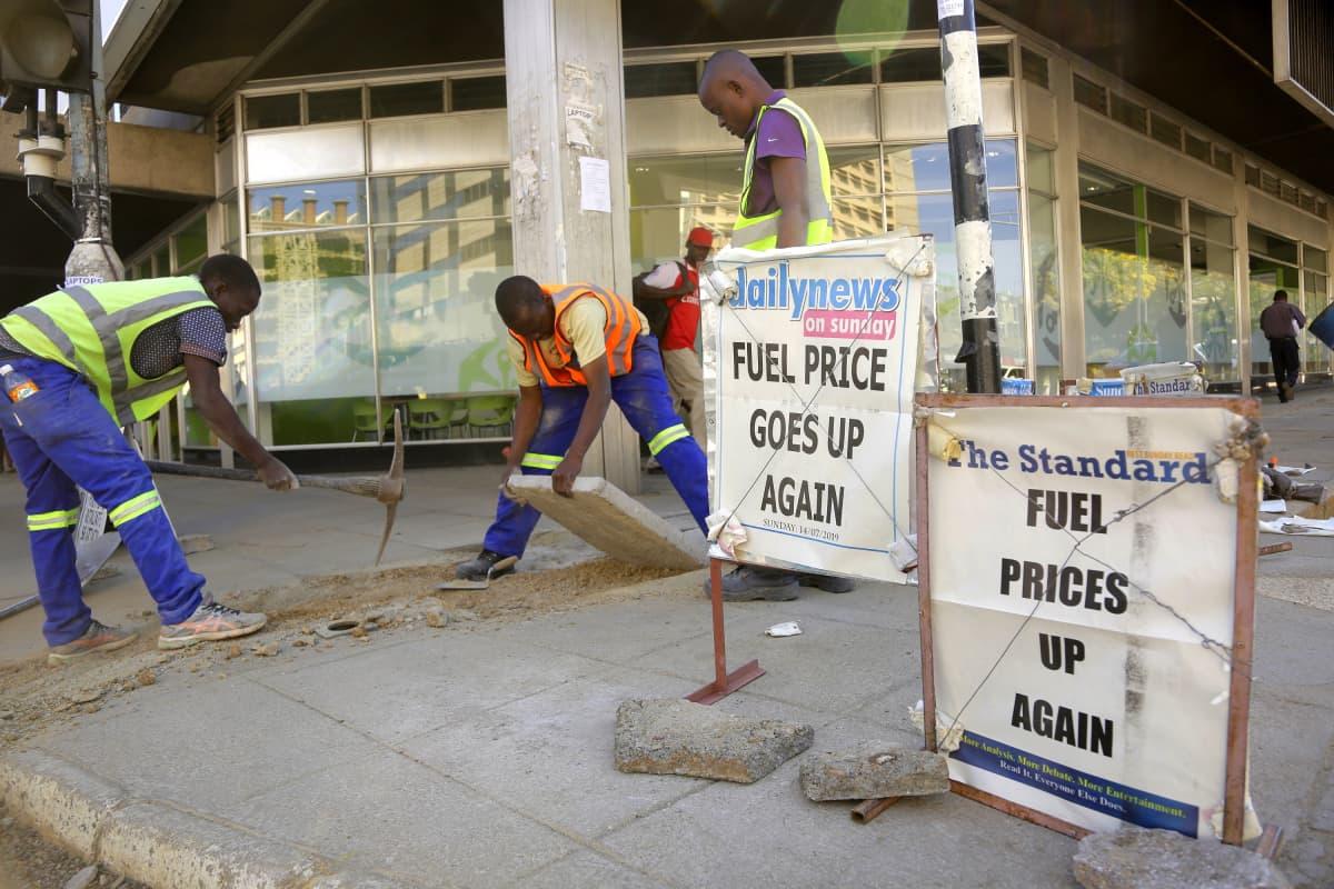 Bensan hinta on noussut Zimbabwessa.