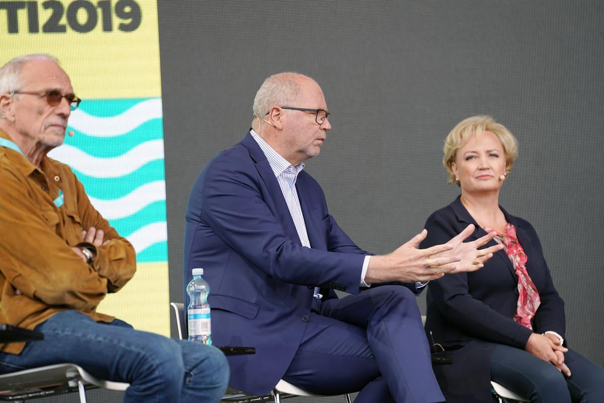 Nils Torvalds, Eero Heinäluoma ja Elsi Katainen Pointti-tapahtuman keskustelussa.