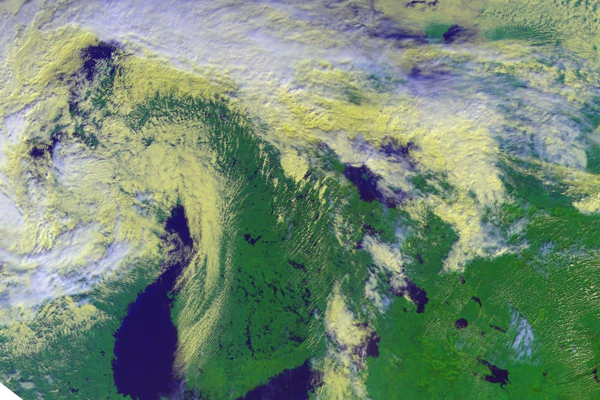 Satelliittikuva Suomesta ja lähilueesta.